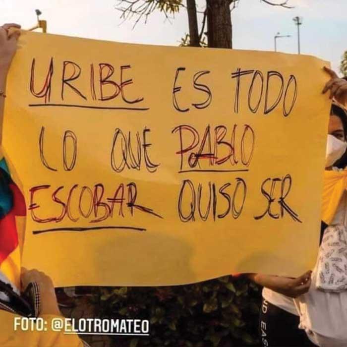 """""""Uribe es todo lo que Pablo Escobar quiso ser"""""""